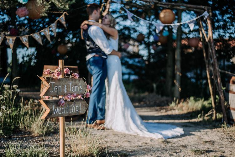 Rustic Farm Barn DIY Wedding http://www.kazooieloki.co.uk/