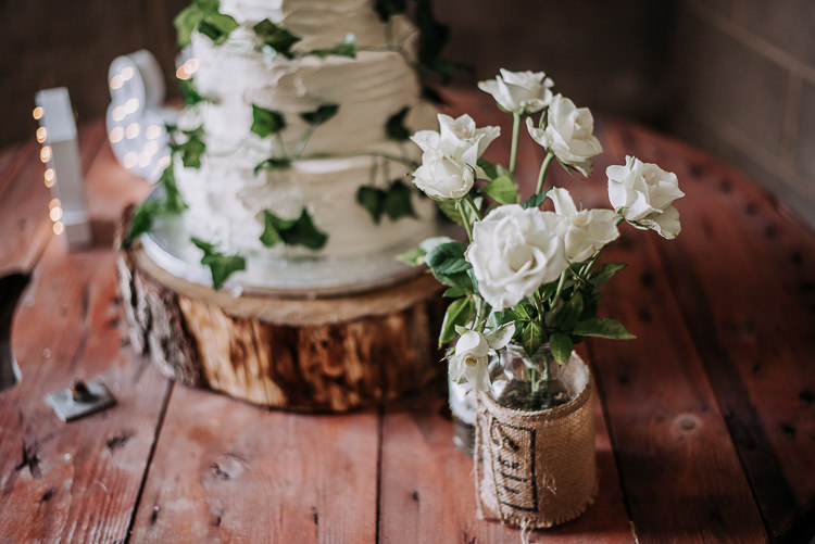 Hessian Jar Flowers Rustic Farm Barn DIY Wedding http://www.kazooieloki.co.uk/