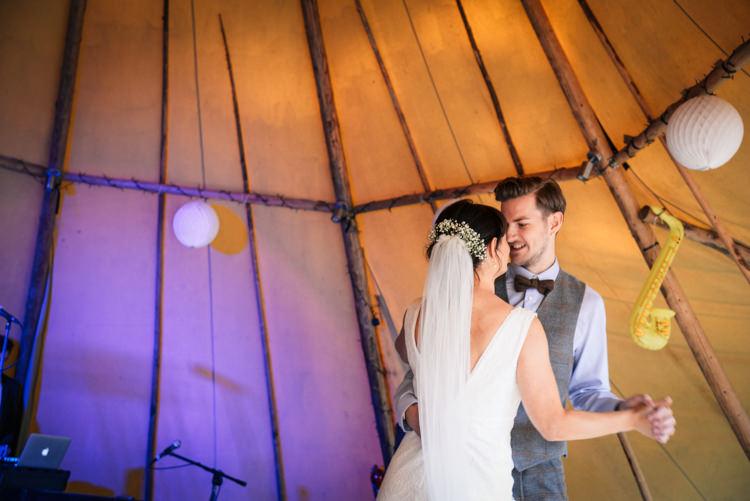 Camp Festival Style Chilled Wedding http://www.memoriesmilestones.co.uk/