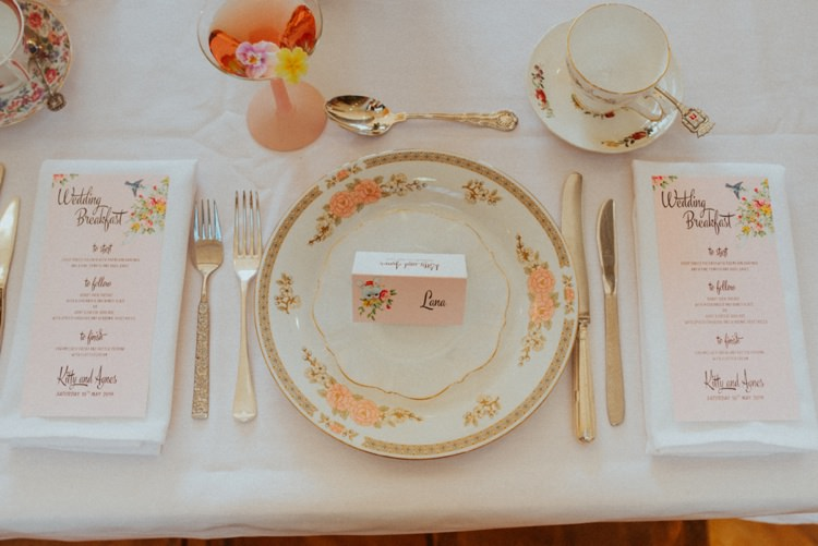 Vintage China Decor Place Setting Retro Kitsch Pastel Mint Pink Wedding Ideas http://www.beckyryanphotography.co.uk/