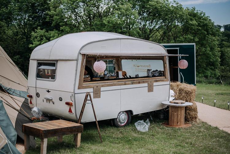 Caravan Bar DIY Outdoor Tipi Vineyard Wedding http://www.kazooieloki.co.uk/