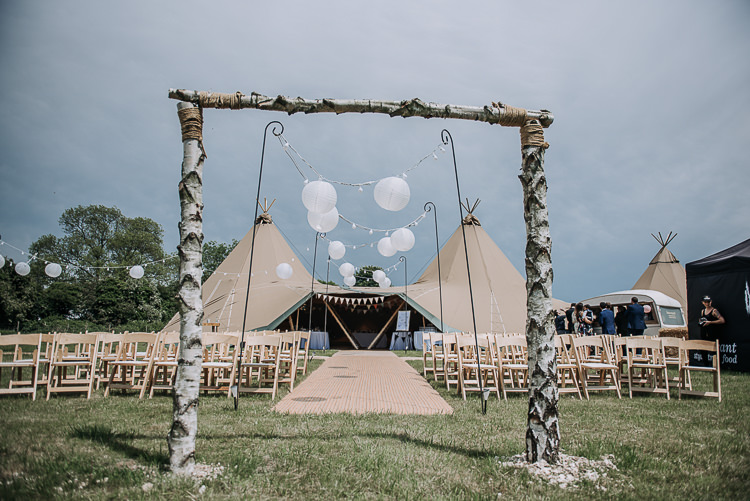 Arch Branch Tree Lanterns Fairy Lights Ceremony Backdrop DIY Outdoor Tipi Vineyard Wedding http://www.kazooieloki.co.uk/