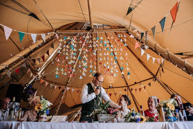 Bunting Paper Crane Origami Backdrop Top Table DIY Outdoor Tipi Vineyard Wedding http://www.kazooieloki.co.uk/