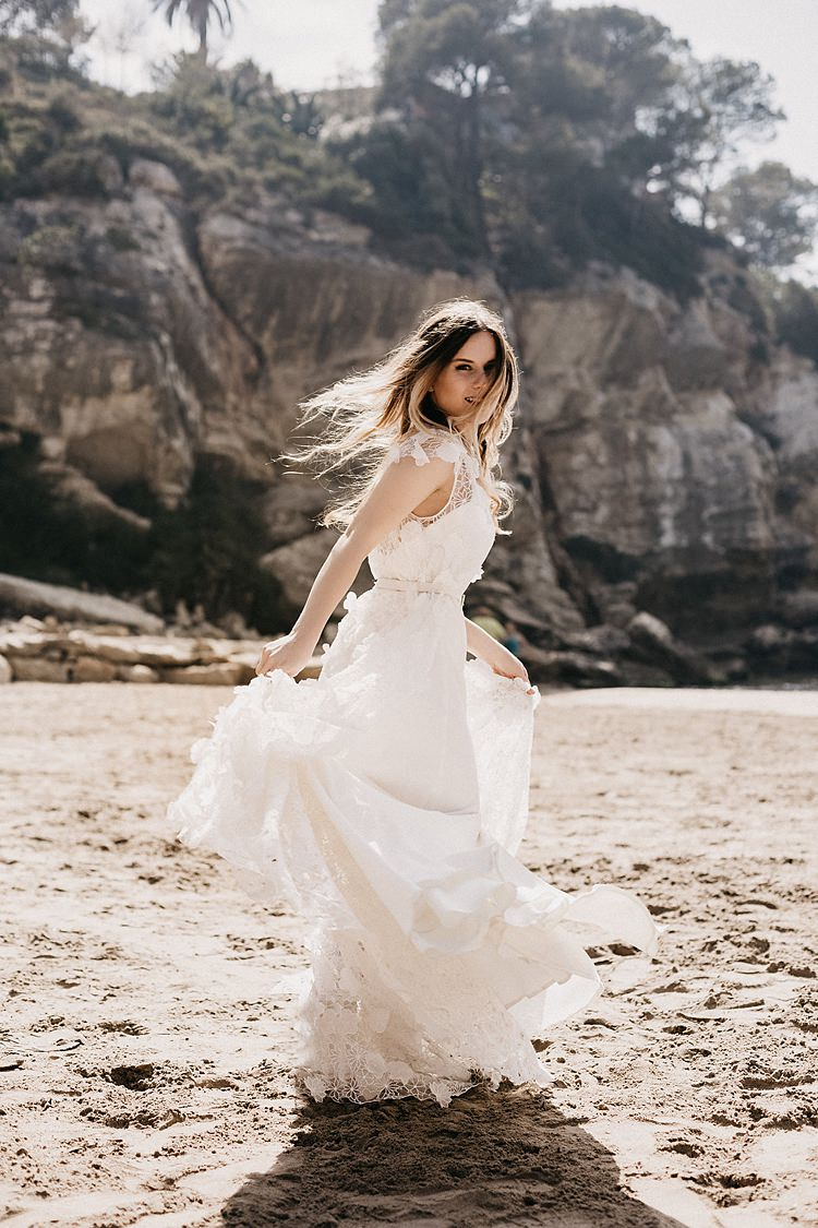 Bride Beach Whimsical Greenery Wedding Ideas Sea http://eglejo.lt/