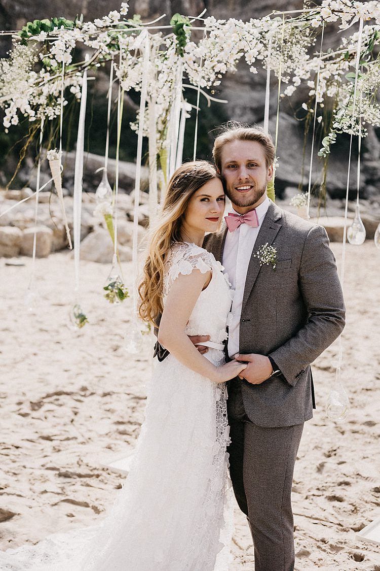 Beach Ribbon Whimsical Greenery Wedding Ideas Sea http://eglejo.lt/