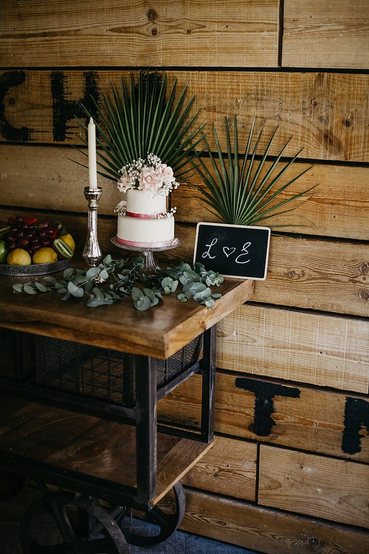 Cake Decor Whimsical Greenery Wedding Ideas Sea http://eglejo.lt/