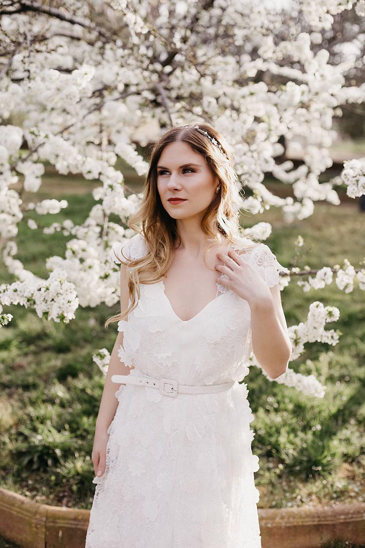 Bride Blossom Whimsical Greenery Wedding Ideas Sea http://eglejo.lt/