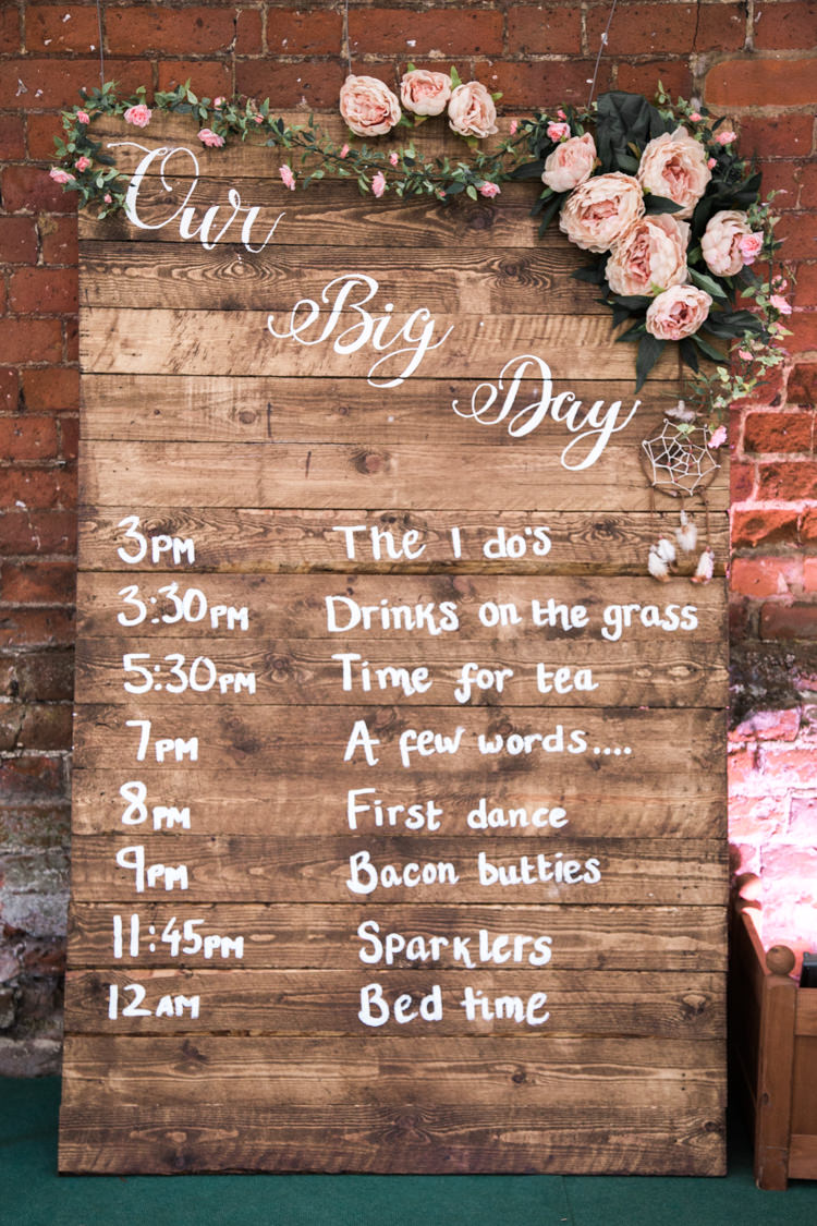 Wooden Pallet Sign Order Day Flowers Beautifully Authentic Rustic Country House Wedding https://www.nikkismoments.com/