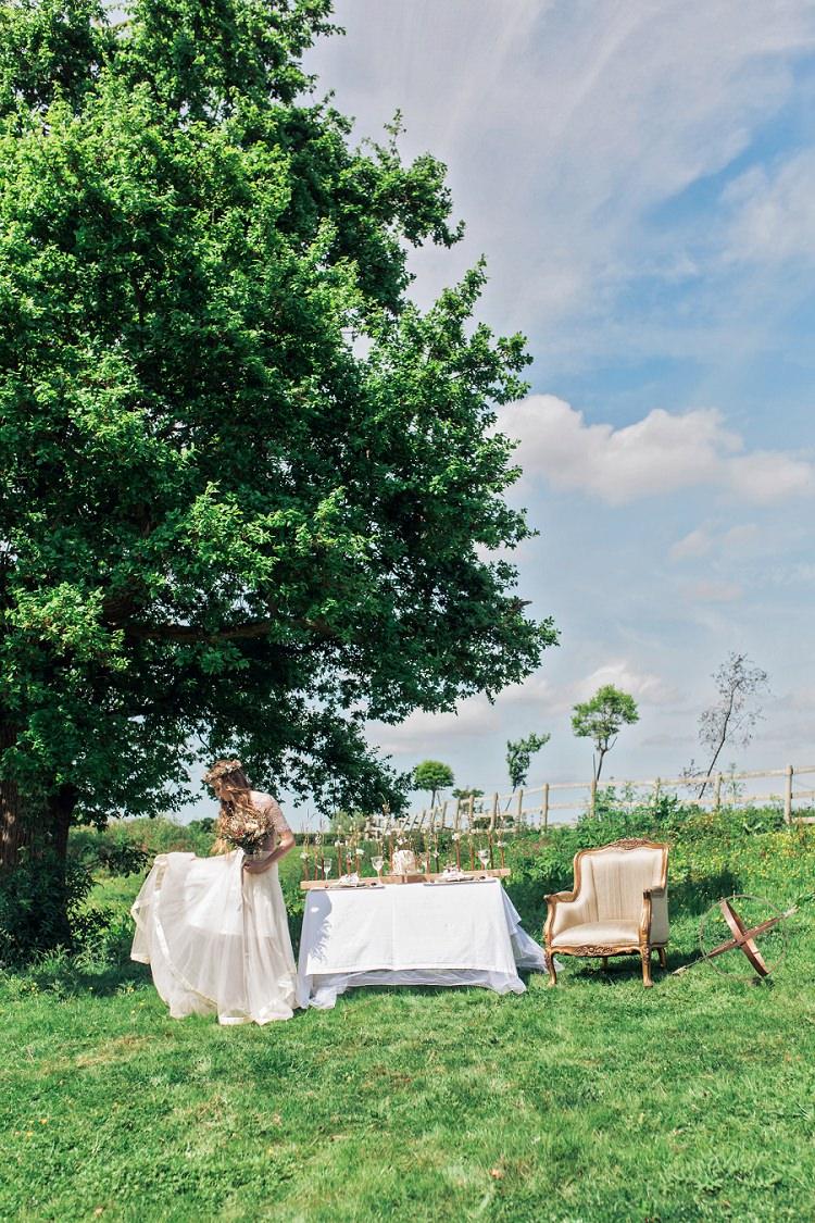 Bohemian Natural Wedding Ideas http://www.sarahjanesphotography.com/