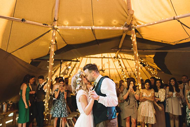 Rustic Boho Summer Tipi Wedding https://www.luciewatsonphotography.com/