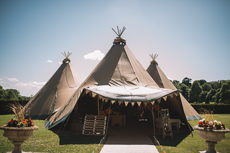 Rustic Boho Summer Tipi Wedding https://www.luciewatsonphotography.com/