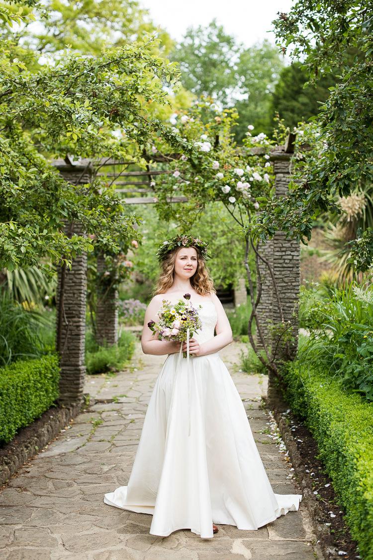 Pretty Urban Nature Wedding Ideas http://www.fionasweddingphotography.co.uk/