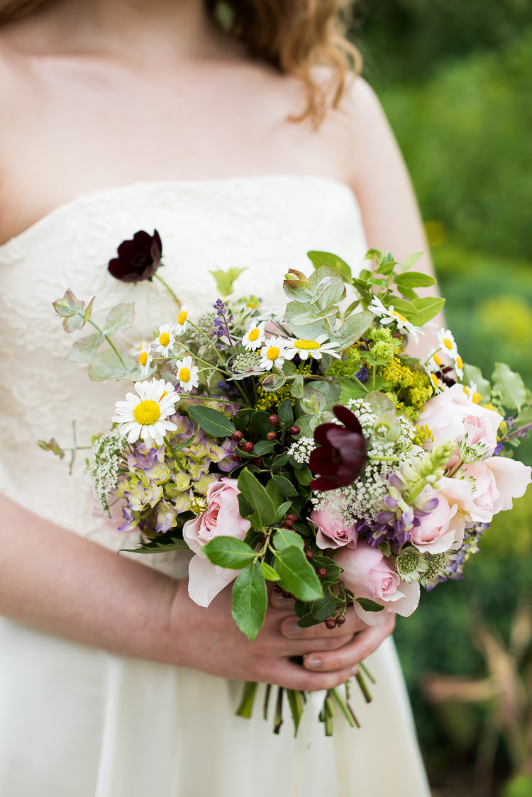 Bride Bridal Bouquet Daisy Poppy Rose Gypsophila Berries Greenery Foliage Pretty Urban Nature Wedding Ideas http://www.fionasweddingphotography.co.uk/