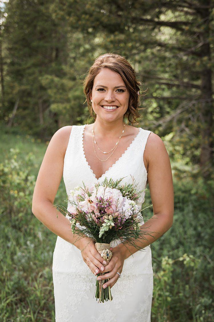 Bride Bouquet Scenic Rocky Mountain National Park Elopement http://allisonslaterphotography.com/