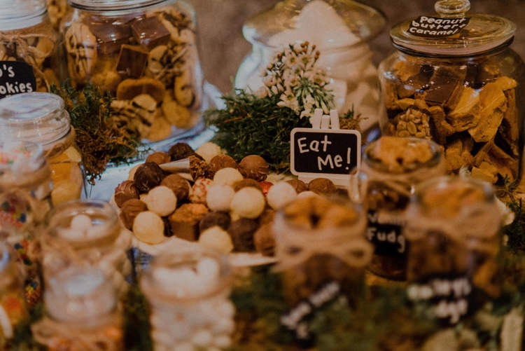 Sweets Dreamy Natural Boho Barn Wedding https://heychrisrandle.com/