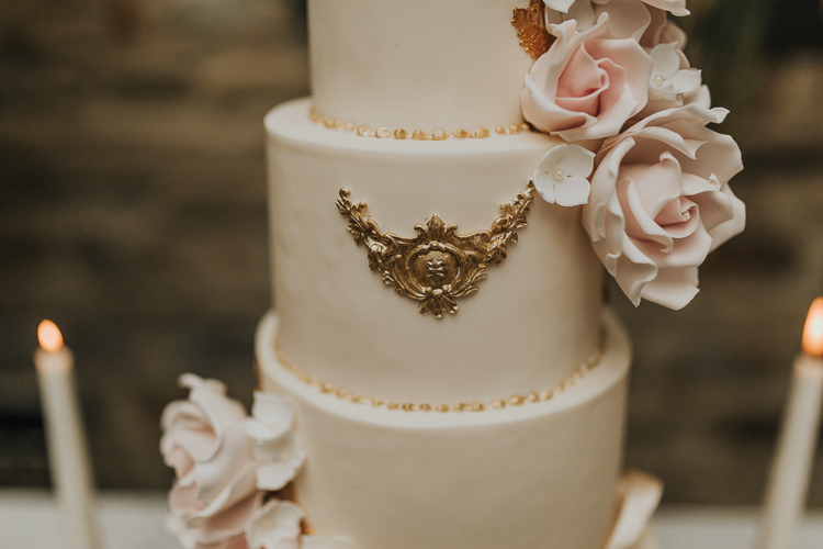 Sugar Rose Cake Gold Detail Natural Elegance Asian Fusion Wedding Ideas http://liannegrayphotography.com/