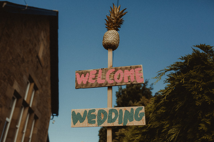 Wooden Sign Post Pineapple Eclectic Kitsch Retro Fete Wedding http://www.belleartphotography.com/