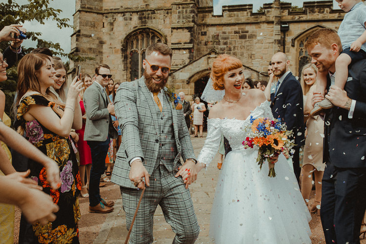 Confetti Throw Bride Groom Eclectic Kitsch Retro Fete Wedding http://www.belleartphotography.com/