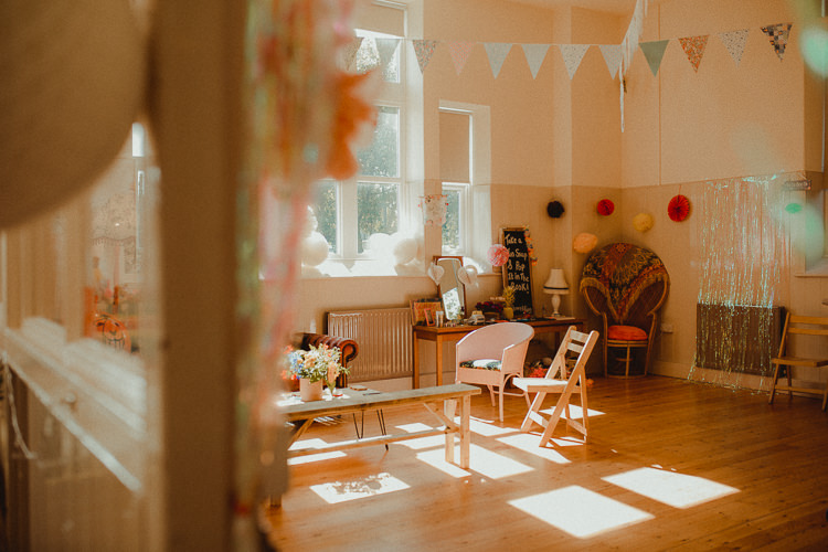Living Room Seating Area Eclectic Kitsch Retro Fete Wedding http://www.belleartphotography.com/