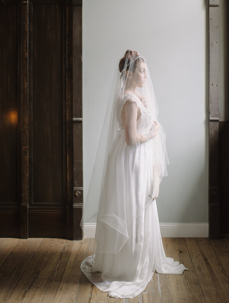 Bride Veil Moody Edwardian Winter Wedding Inspiration http://landmhewitt.com/
