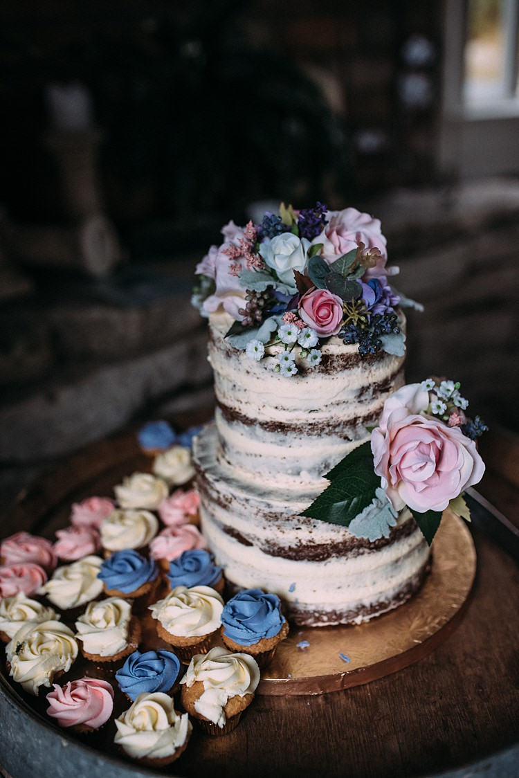 Buttercream Cake Floral Rose Vintage Antique Cup Cakes http://www.levienphotography.com/