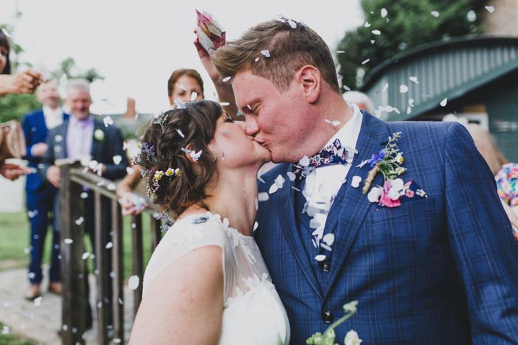 Confetti Throw Quaint Floral Antique Rustic Wedding http://www.larissajoice.co.uk/