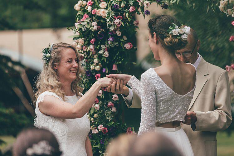 Beautiful Floral Bohemian Garden Wedding http://rachellambertphotography.co.uk/