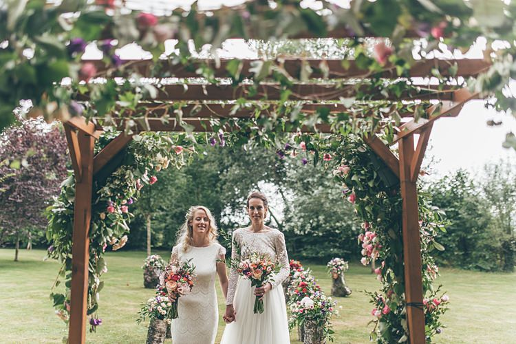 Beautiful Floral Bohemian Garden Wedding http://rachellambertphotography.co.uk/