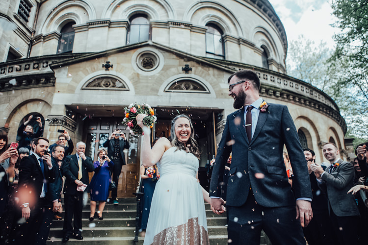 Confetti Throw Festoons Gold Sequin City Party Wedding http://septemberpictures.com/