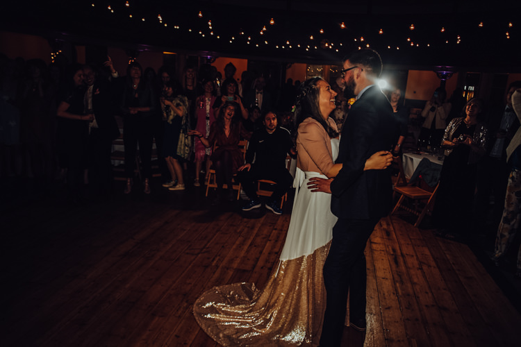 Festoons Gold Sequin City Party Wedding http://septemberpictures.com/