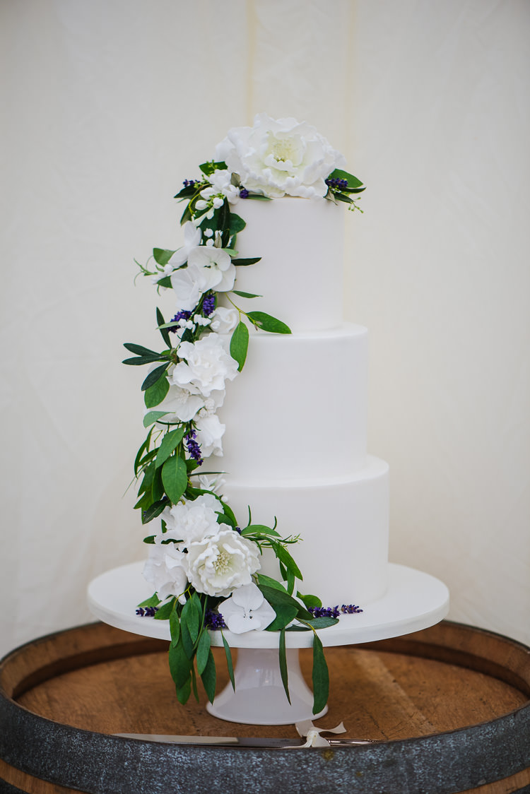 White Cake Flowers Sugar Boho Funfair Floral Country Wedding https://www.jonnybarratt.com/