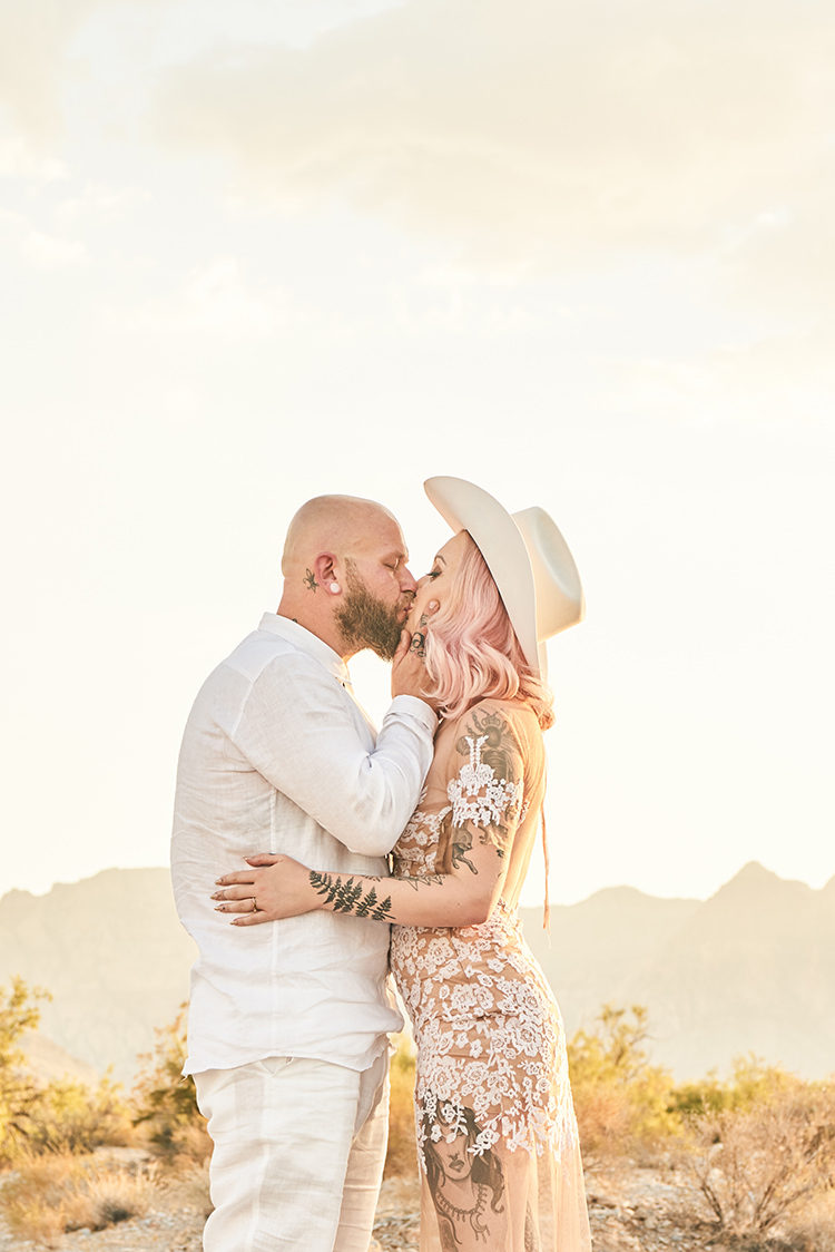 Kiss Desert Groom Cowboy Hat White Bride Pink Hair Blush Gown Lace Sheer Tattoos Hip Elvis Las Vegas Destination Wedding http://www.roseimages.co.uk/