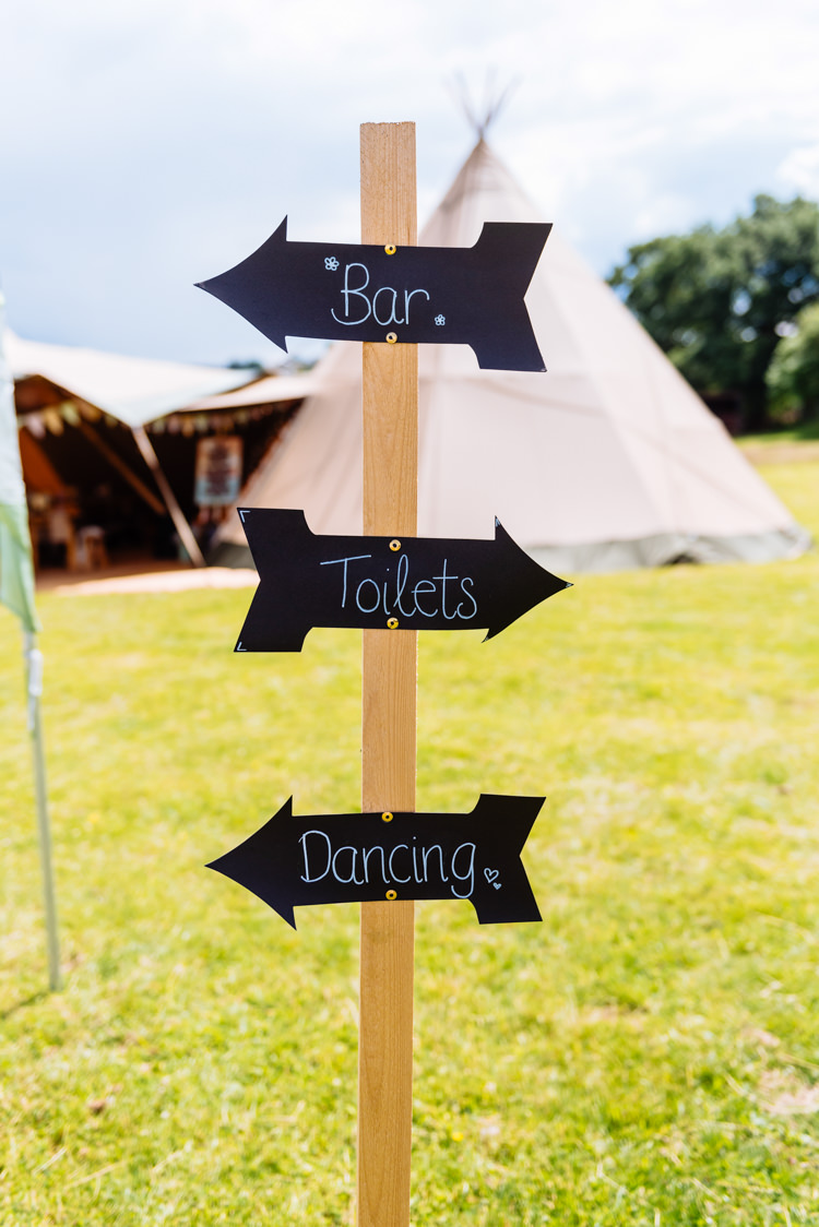Sign Blackboard Arrows Bar Toilets Dancing Post Cute Summer Festival Tipi Wedding http://www.daffodilwaves.co.uk/