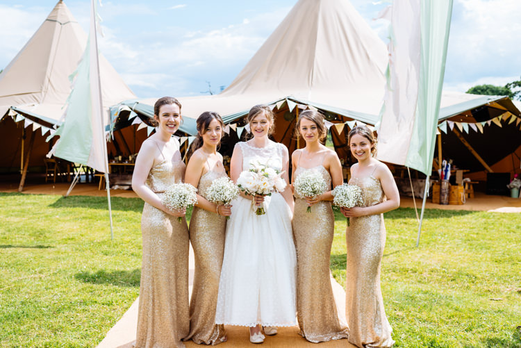 Cute Summer Festival Tipi Wedding http://www.daffodilwaves.co.uk/