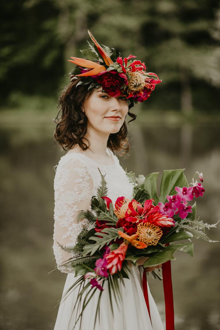 Bouquet Flowers Bride Bridal Palm Leaf Vibrant Tropical Wedding Ideas http://foto-memories.co.uk/