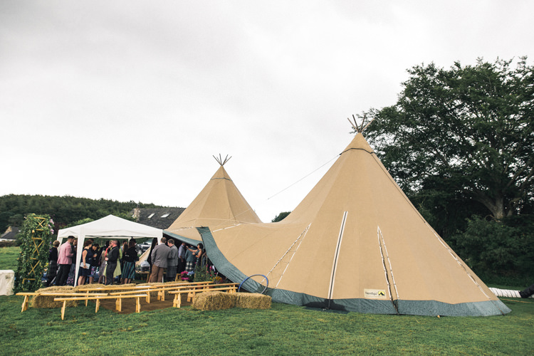 Outdoorsy Welcoming Colourful Tipi Wedding http://www.sallytphoto.com/