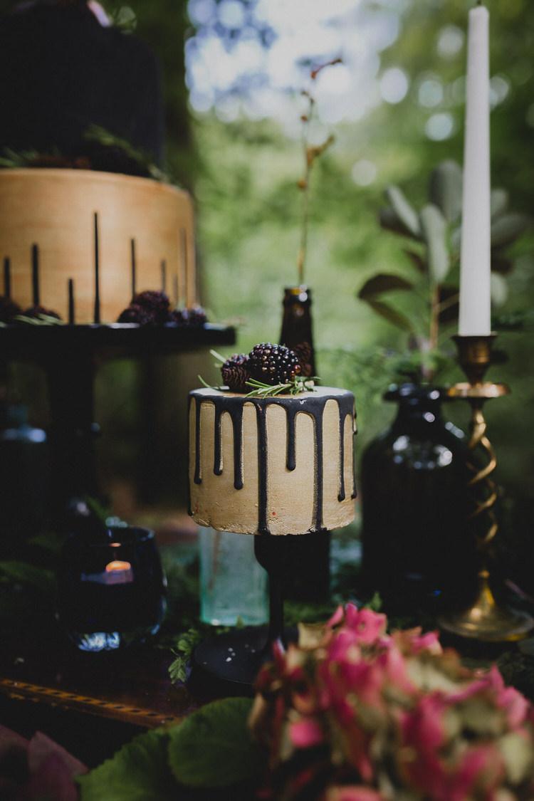 Golf Black Drip Cake Atmospheric Woodland Wedding Ideas http://www.kategrayphotography.com/