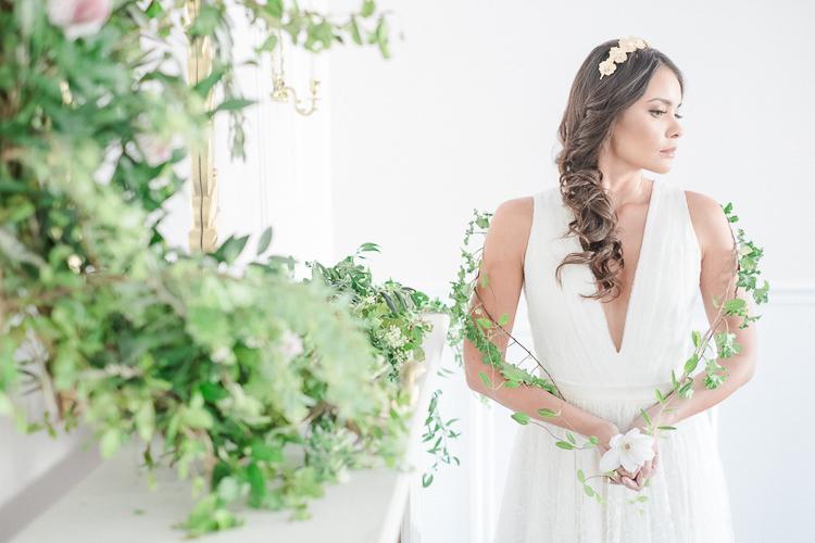Light Soft Romantic Wedding Ideas http://www.vanessavelez.photo/