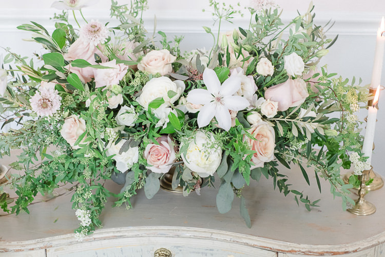Flowers Greenery Foliage Pink Blush Arrangement Light Soft Romantic Wedding Ideas http://www.vanessavelez.photo/