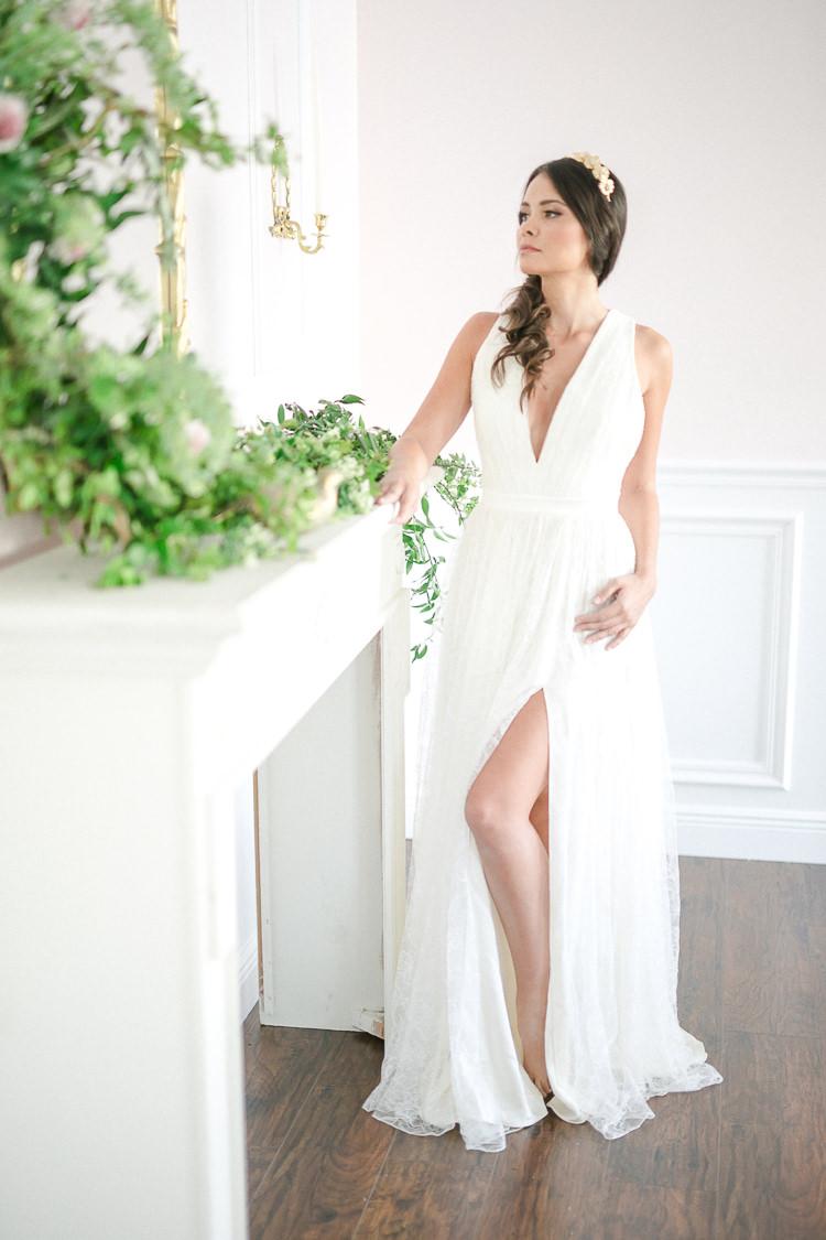 Dress Gown Bride Bridal Leg Split Thigh Skirt Light Soft Romantic Wedding Ideas http://www.vanessavelez.photo/