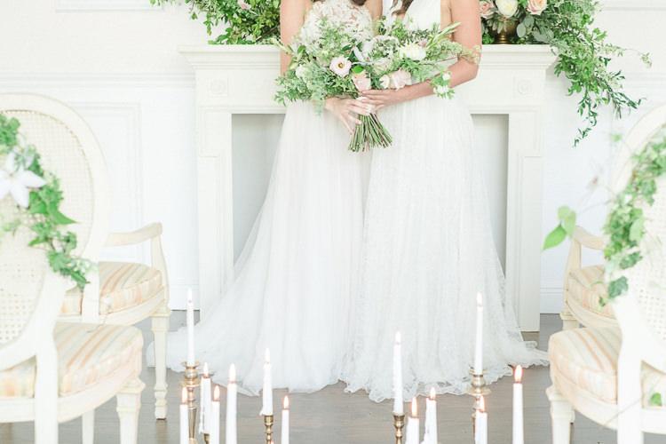 Candles Gold Sticks Decor Light Soft Romantic Wedding Ideas http://www.vanessavelez.photo/