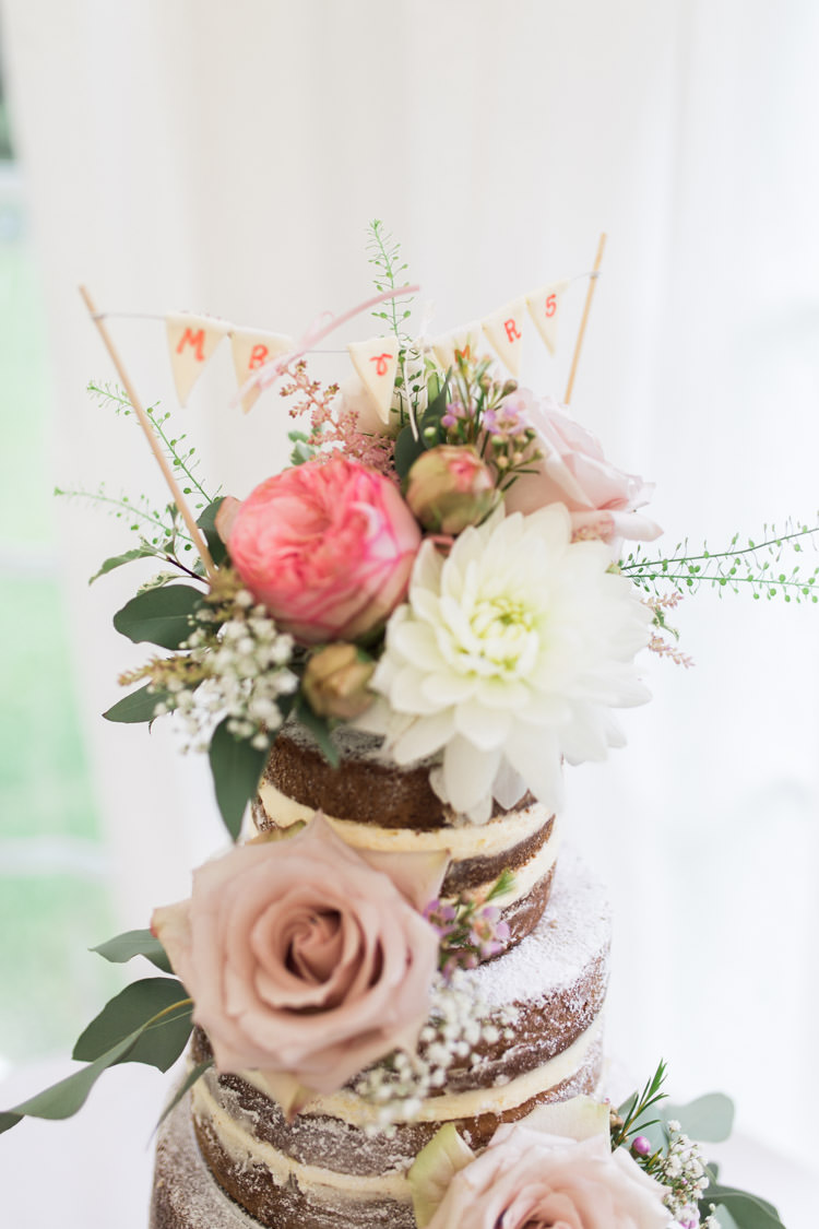 Cake Topper Flowers Bunting Simple Natural Honest Marquee Wedding https://www.gemmagiorgio.com/
