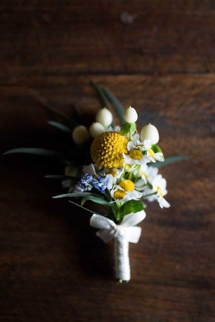 Buttonhole Daisies Yellow Navy Outdoor Tuscany Wedding http://www.natalymontanari.com/