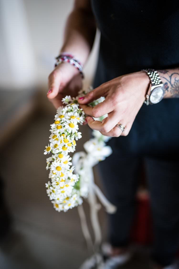 Daisy Flower Crown Yellow Navy Outdoor Tuscany Wedding http://www.natalymontanari.com/
