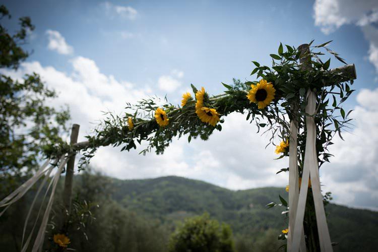 Sunflowers Ceremony Arch Yellow Navy Outdoor Tuscany Wedding http://www.natalymontanari.com/