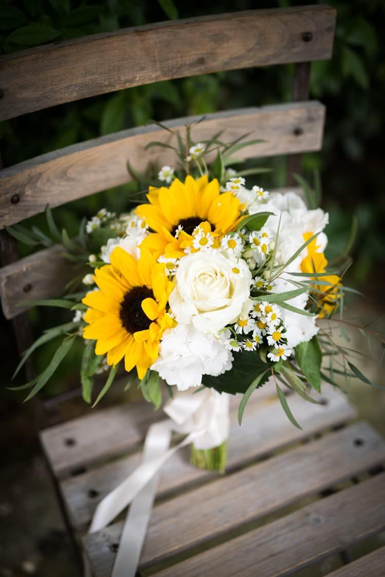 Sunflower Bouquet Roses Daisies Cream White Yellow Navy Outdoor Tuscany Wedding http://www.natalymontanari.com/