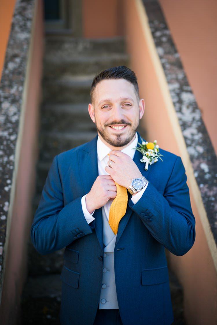 Groom Buttonhole Daisies Yellow Navy Outdoor Tuscany Wedding http://www.natalymontanari.com/