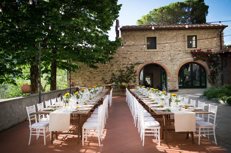 Sunflowers Outdoor Tables Rustic Festoon Lighting Yellow Navy Outdoor Tuscany Wedding http://www.natalymontanari.com/