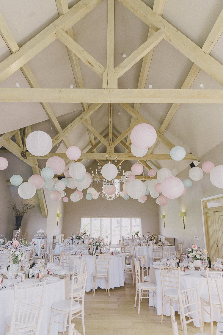 Barn weddings ideas inspiration planning decoration uk barn weddings ideas inspiration uk decoration httpscuffinsphotography junglespirit Image collections