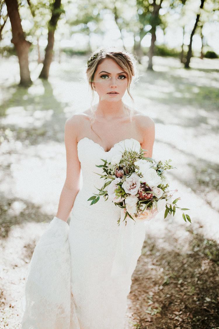 Outdoor Rustic Boho Forest Sweetheart Dress Romantic Blush Bouquet | Organic Earthy Fun Wedding Oklahoma http://zaynewilliams.com/